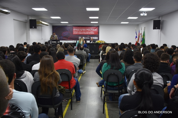 FAINOR : Ciclo de Debates reflete sobre cenário político do Brasil