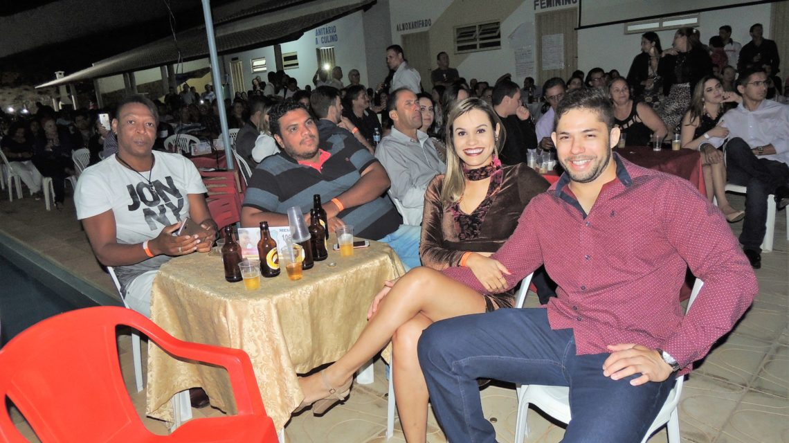 Fernando Mendes encanta público no seu retorno a Paramirim
