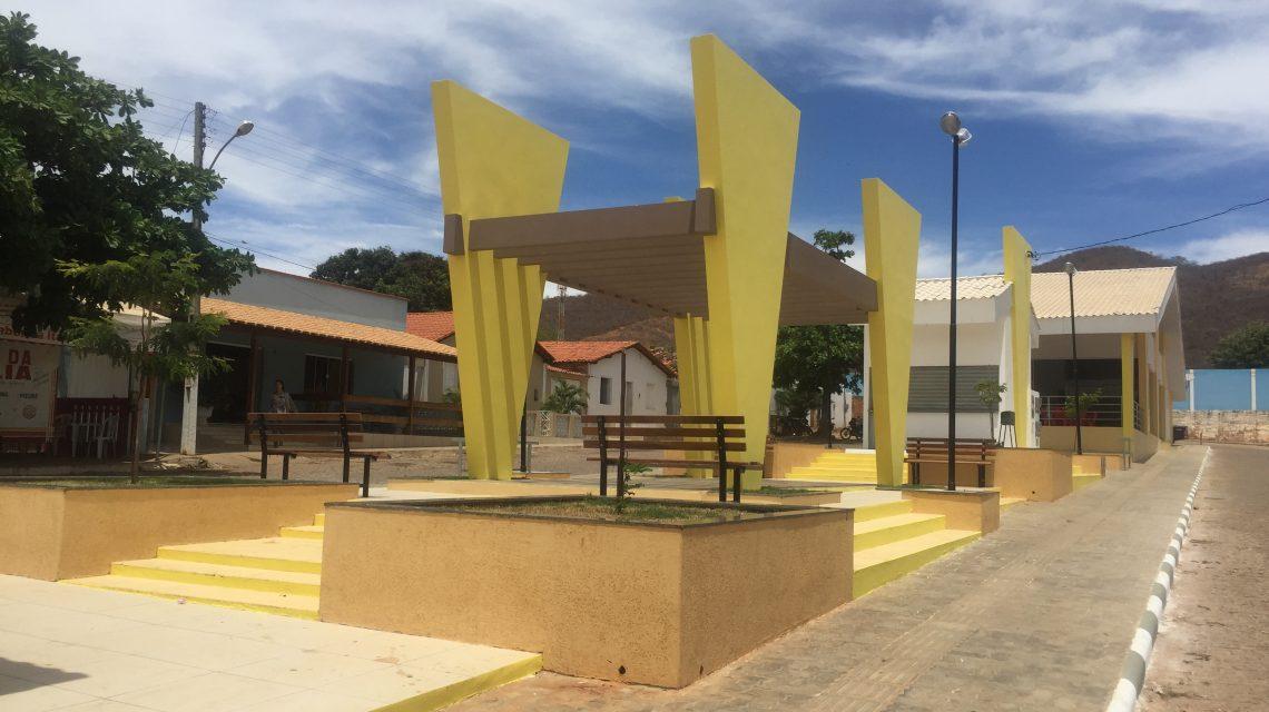 SEDE DE ÉRICO CARDOSO GANHA NOVA PRAÇA – Comunidade prestigia hoje ato inaugural