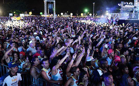 'Já disse: doutor, não me invente de parir no Carnaval!', dispara Ivete no Salvador Fest