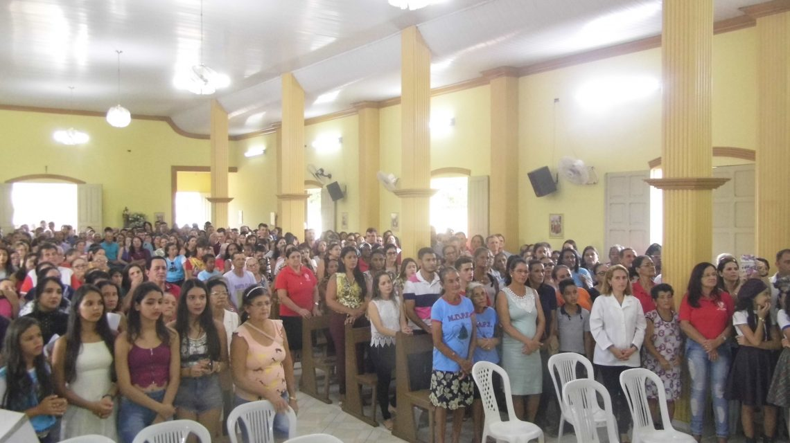 CATURAMA – Comunidade católica emocionou a cidade com calorosa recepção ao Bispo
