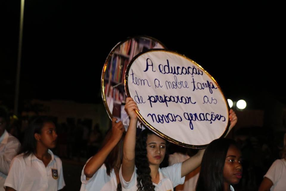DESFILE CÍVICO EM ÉRICO CARDOSO – Belíssima apresentação da rede municipal, enfoca valores éticos e morais