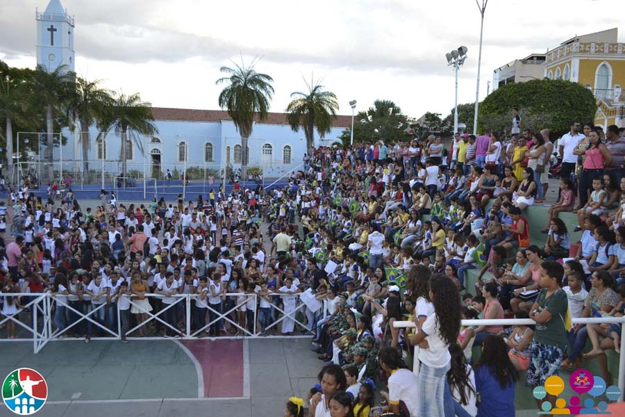 MACAÚBAS – Creches, Pré-escolas e Colégios Participaram de Ato Cívico