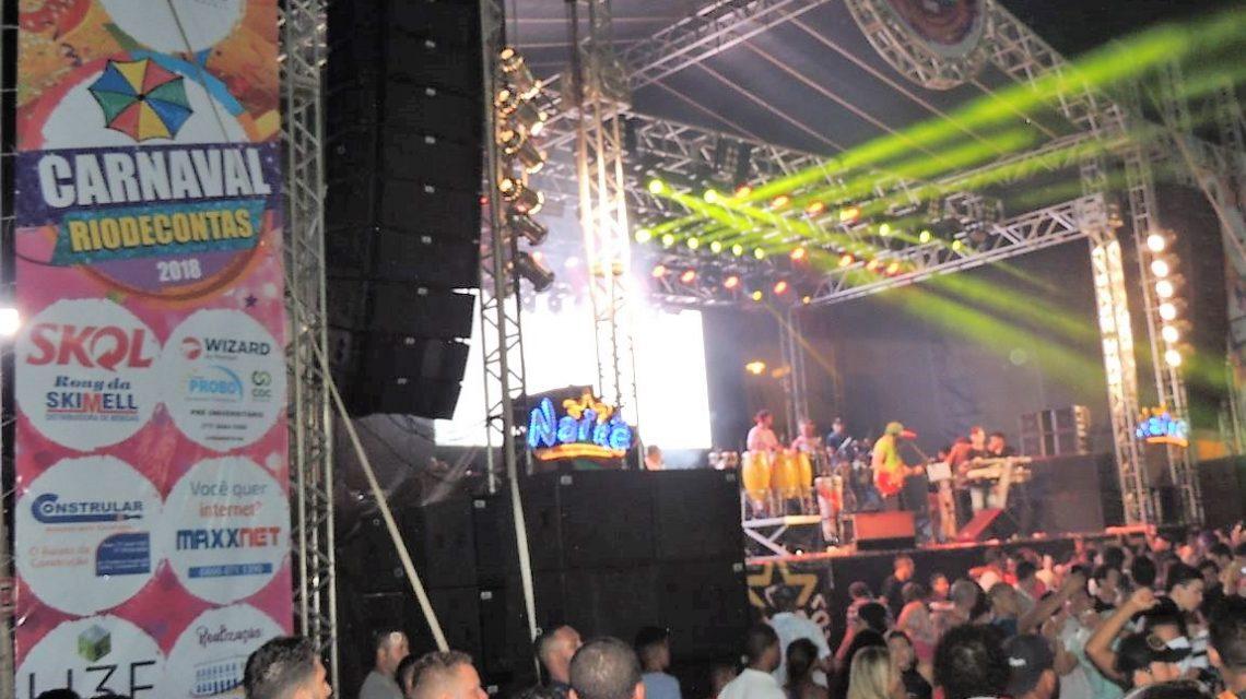 ESTÁ BOMBANDO! Atrações musicais e foliões de todos os cantos protagonizam o espetáculo na FESTA